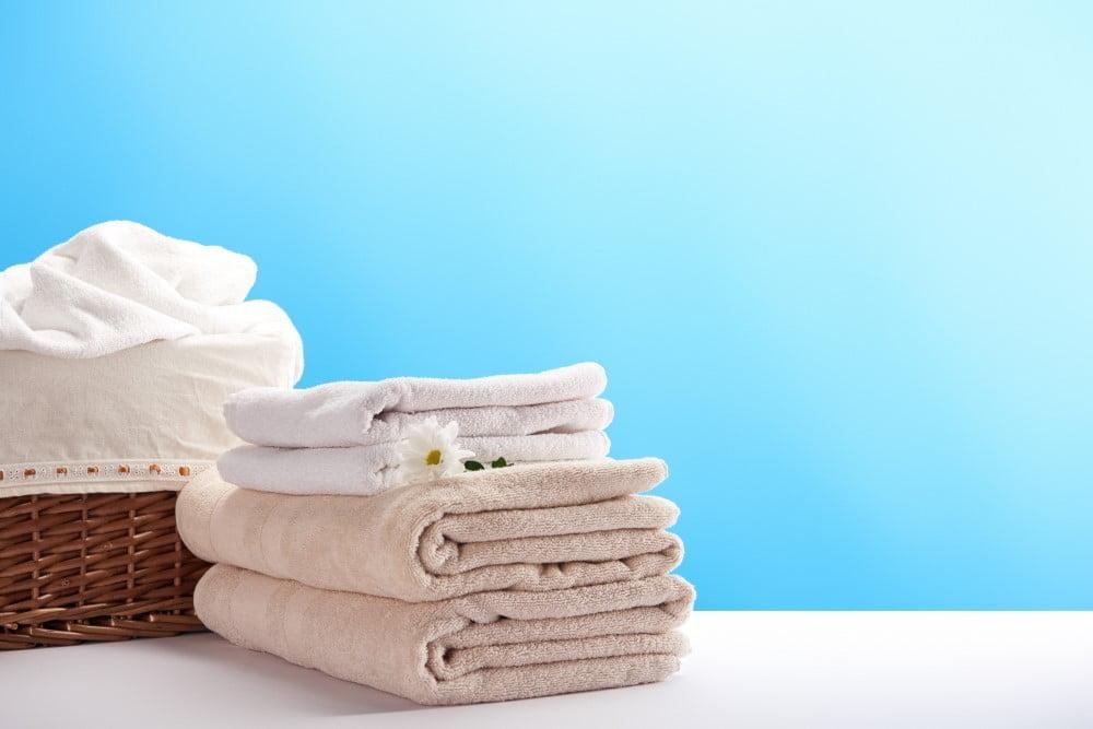 Badehåndklæder i fletkurv